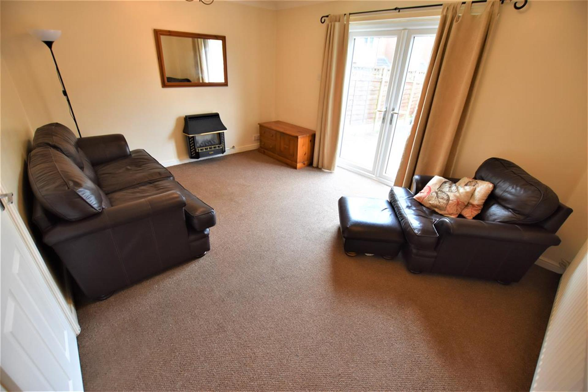 2 Bedroom House For Sale - Lounge