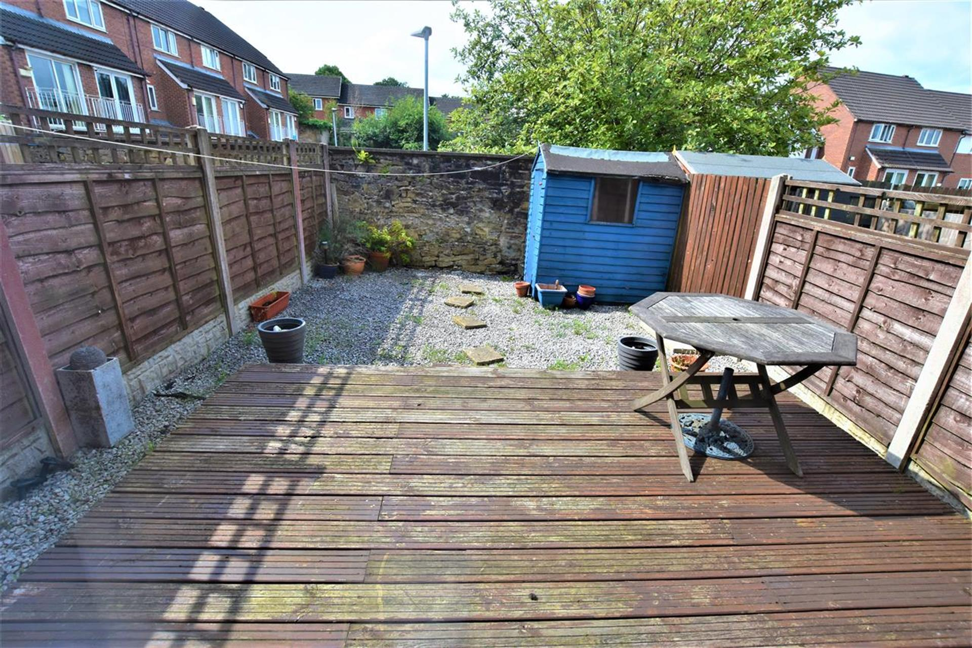 2 Bedroom House For Sale - Garden