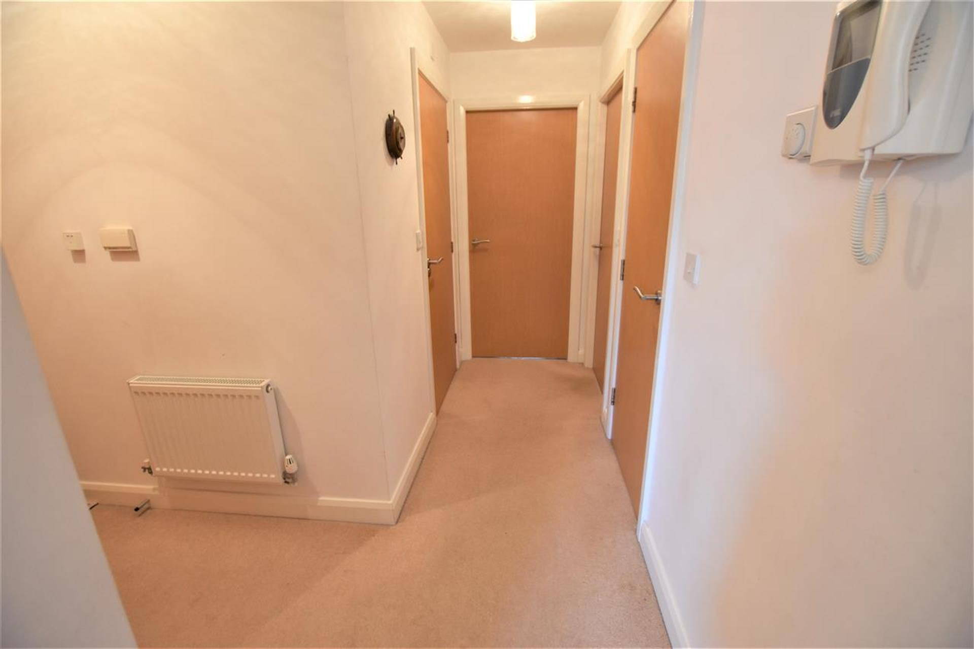 2 Bedroom Apartment Flat / Apartment For Sale - Hallway