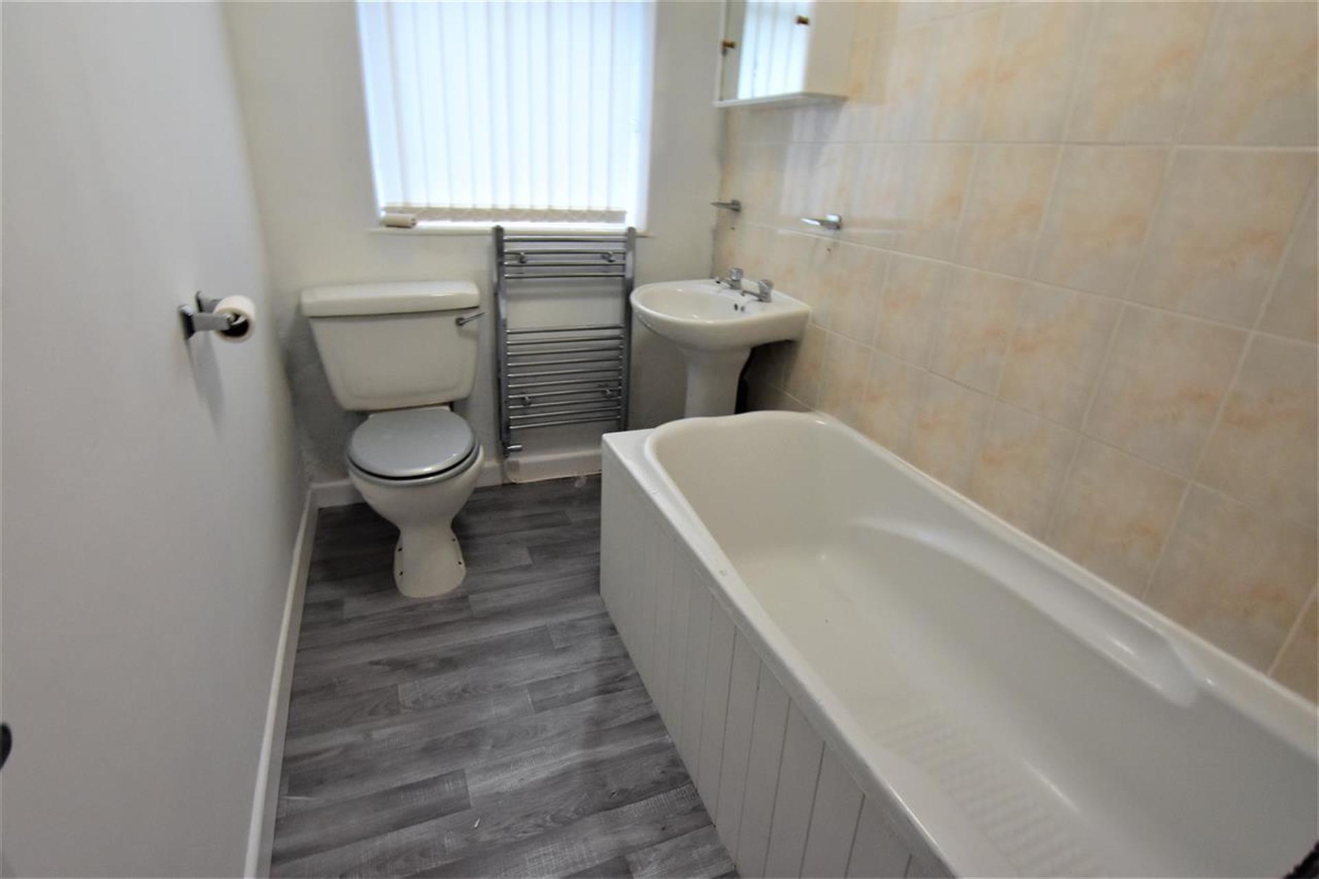 2 Bedroom Terraced House For Sale - Bathroom
