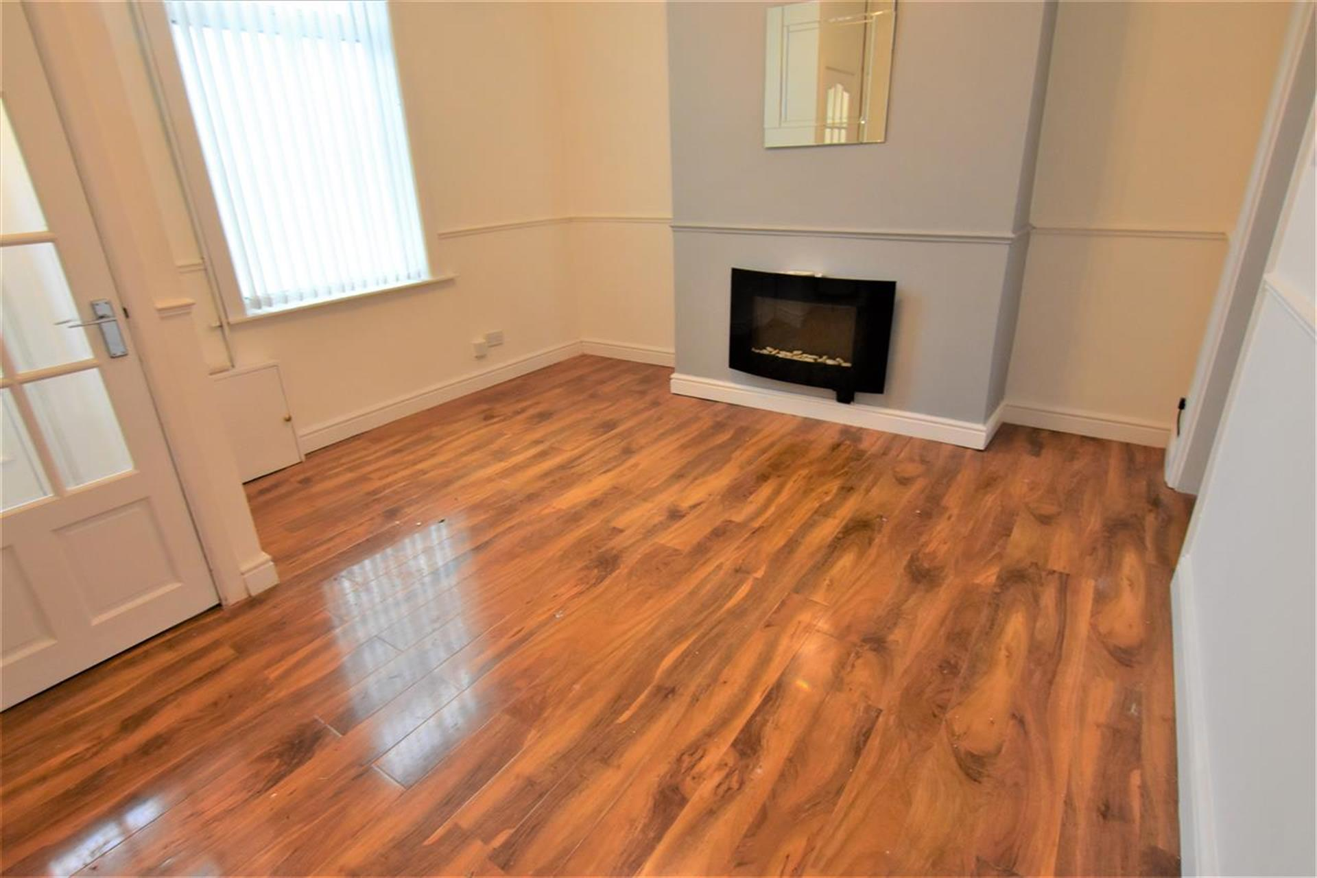 2 Bedroom Terraced House To Rent - Front reception room