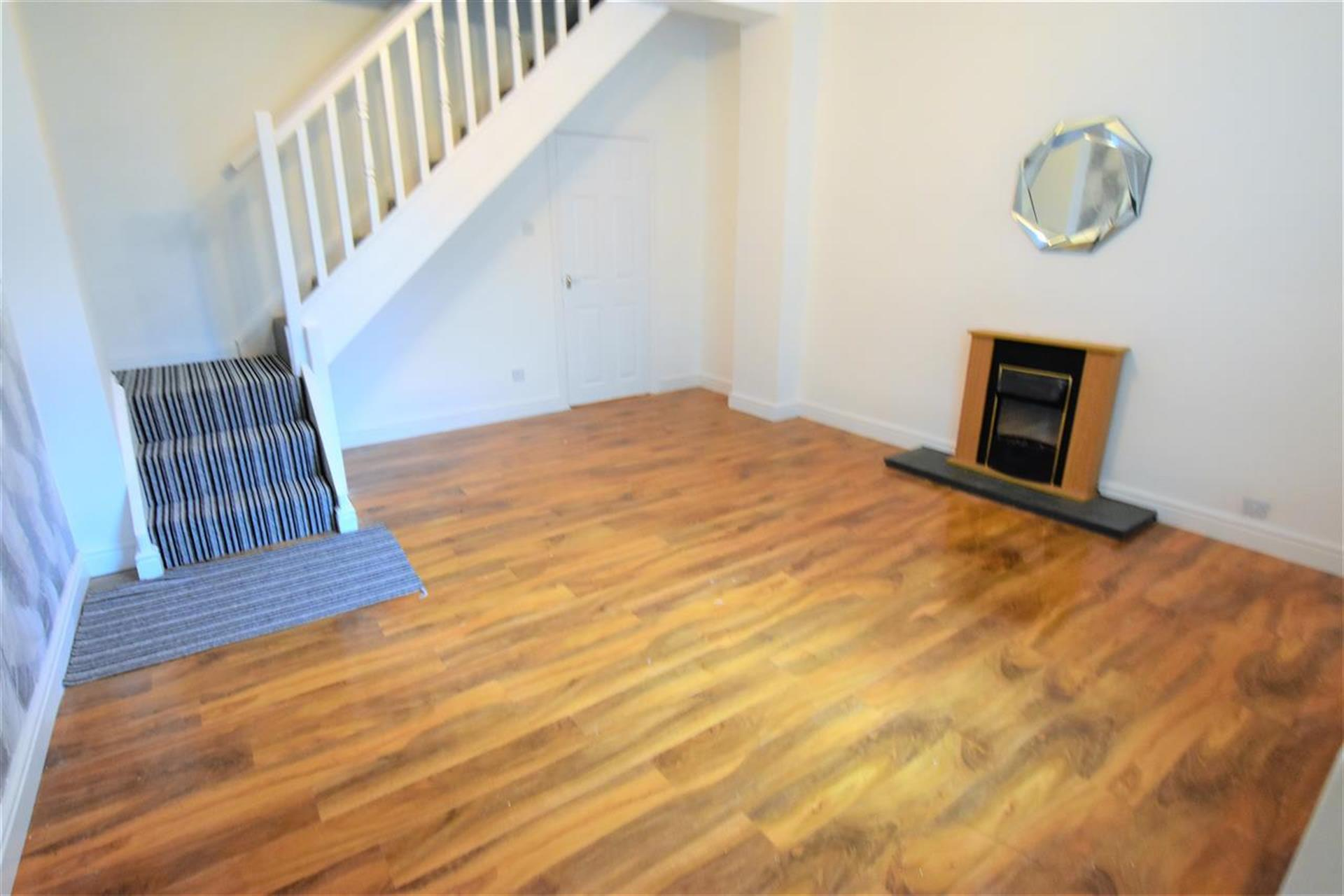 2 Bedroom Terraced House To Rent - Second reception room