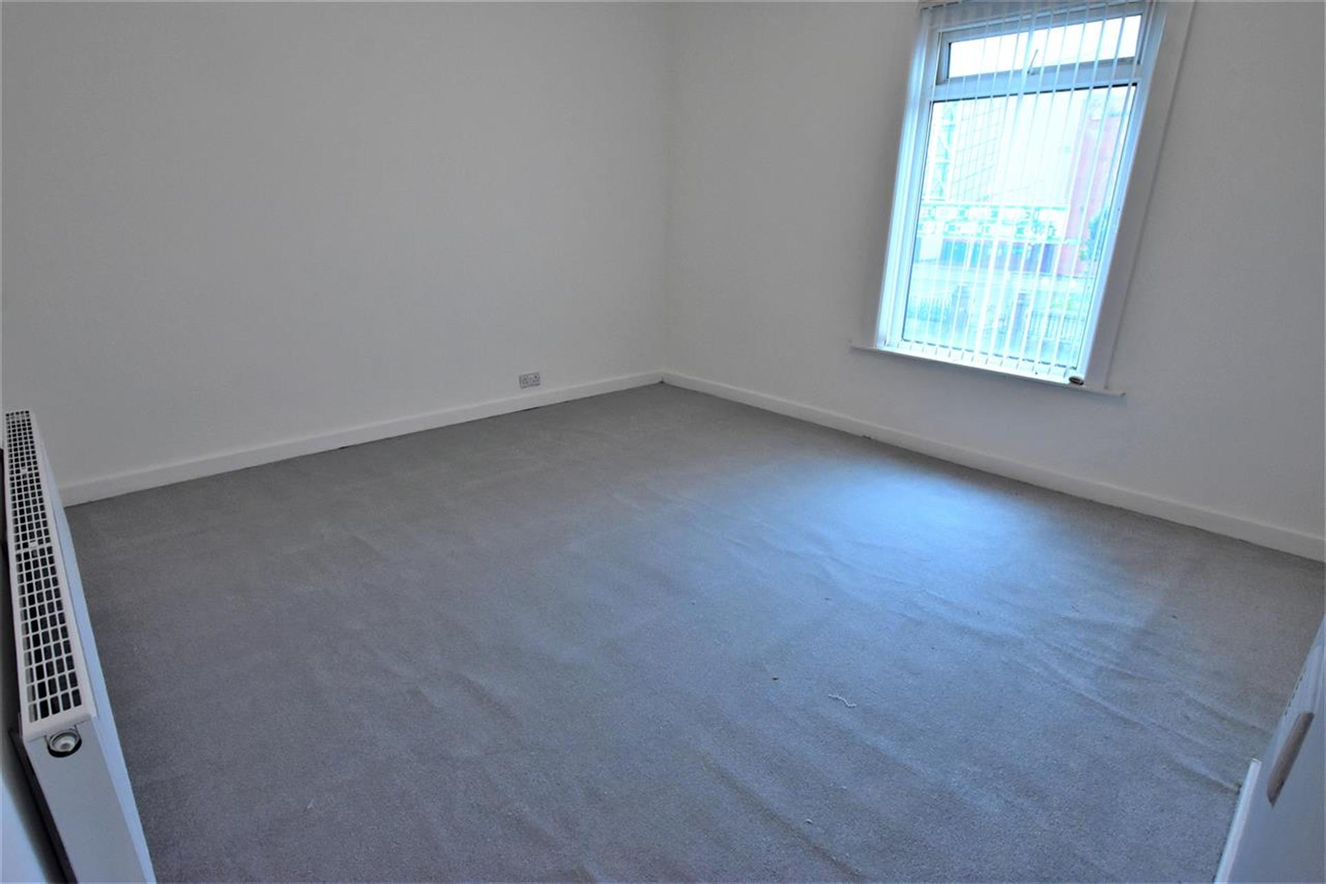 2 Bedroom Terraced House To Rent - Master Bedroom