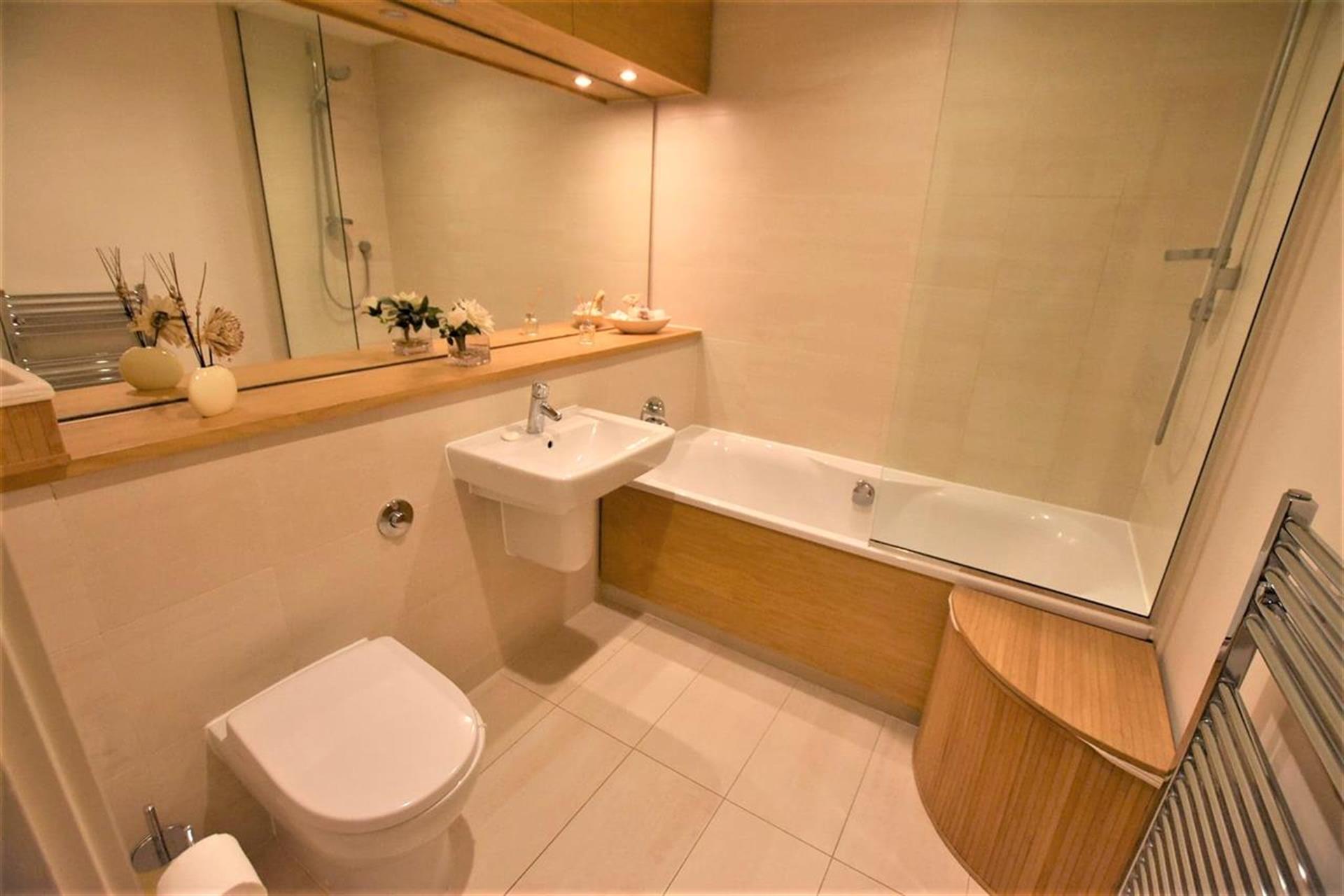 2 Bedroom Apartment Flat / Apartment For Sale - Bathroom