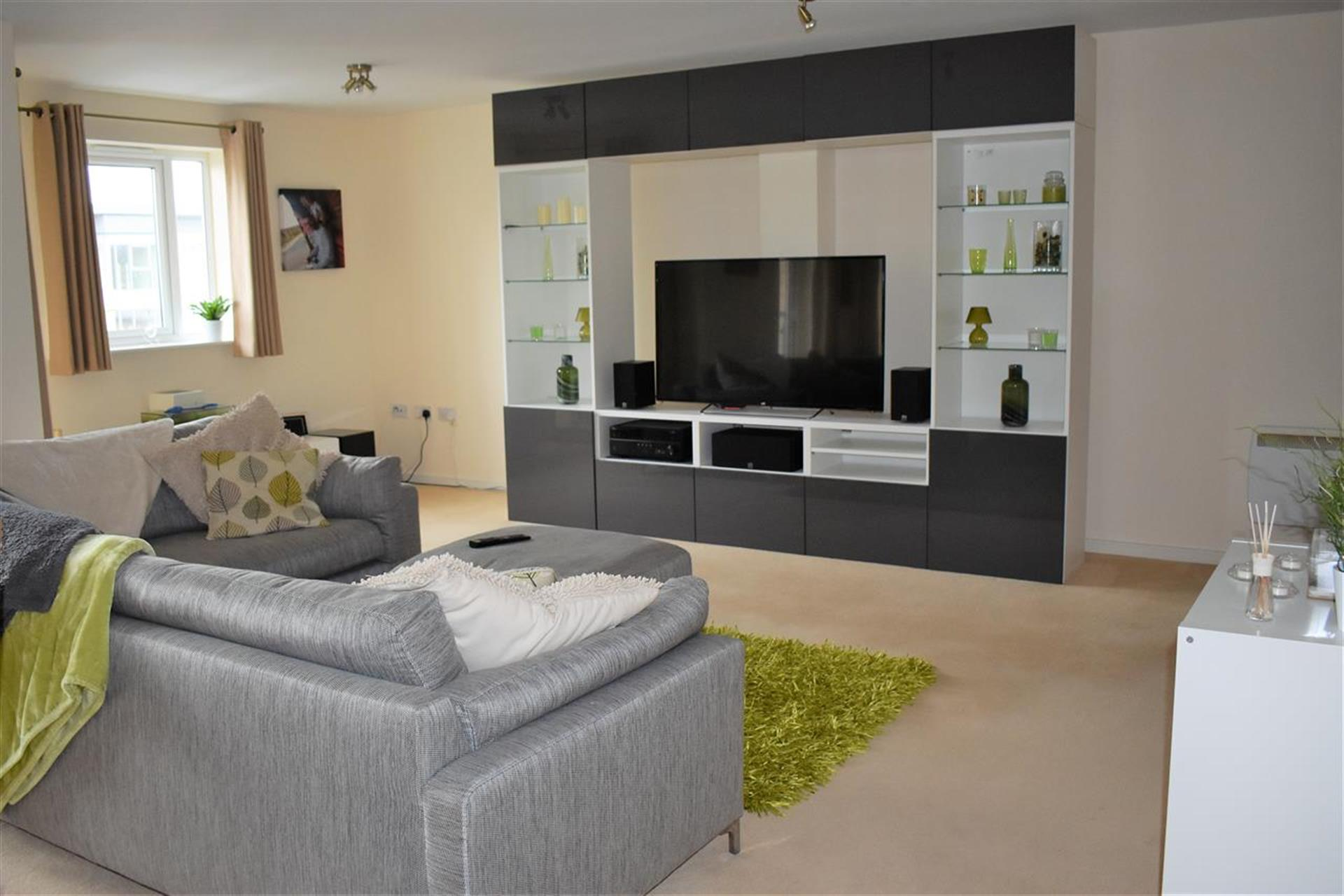 3 Bedroom Apartment Flat / Apartment To Rent - Main Picture