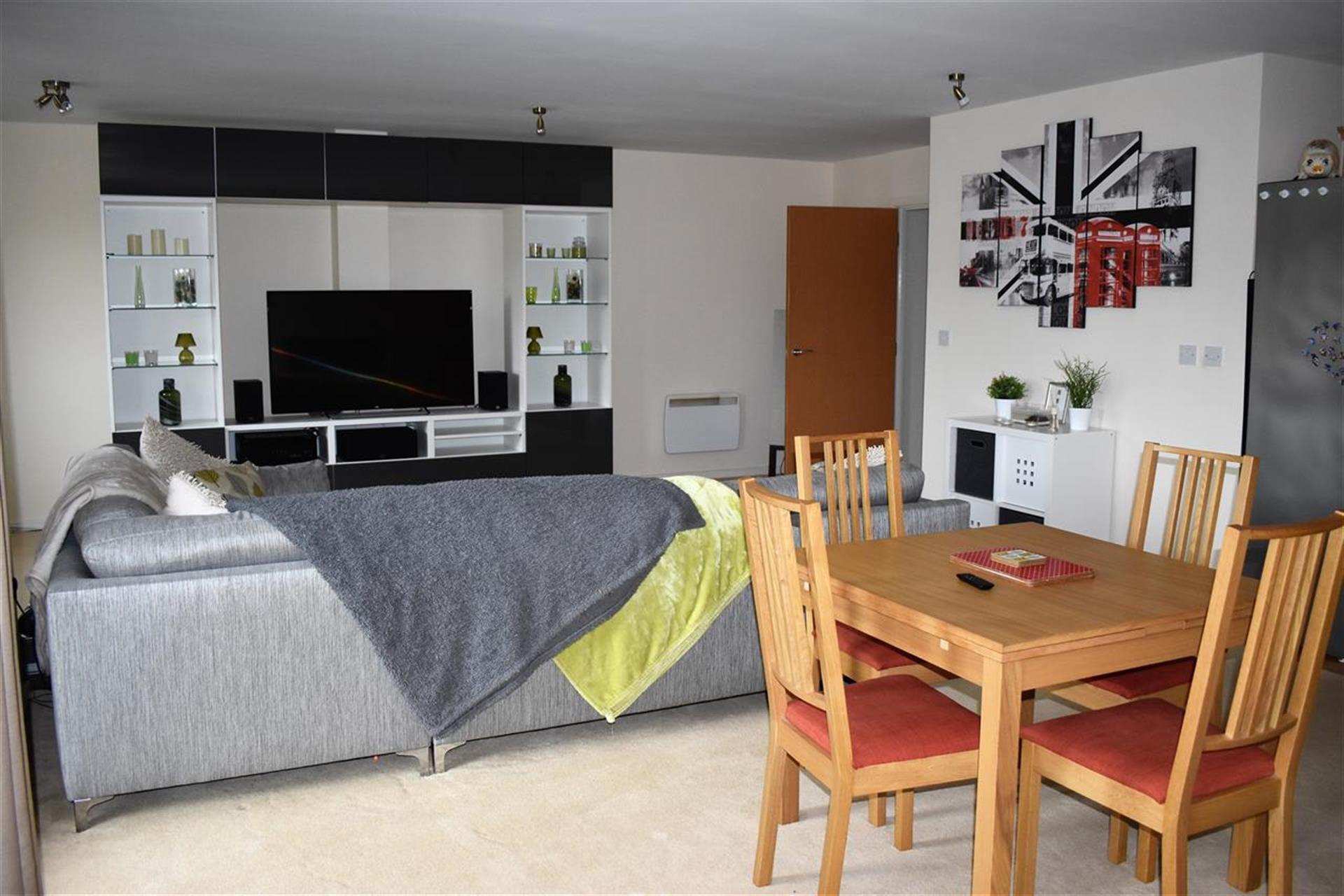 3 Bedroom Apartment Flat / Apartment To Rent - Lounge