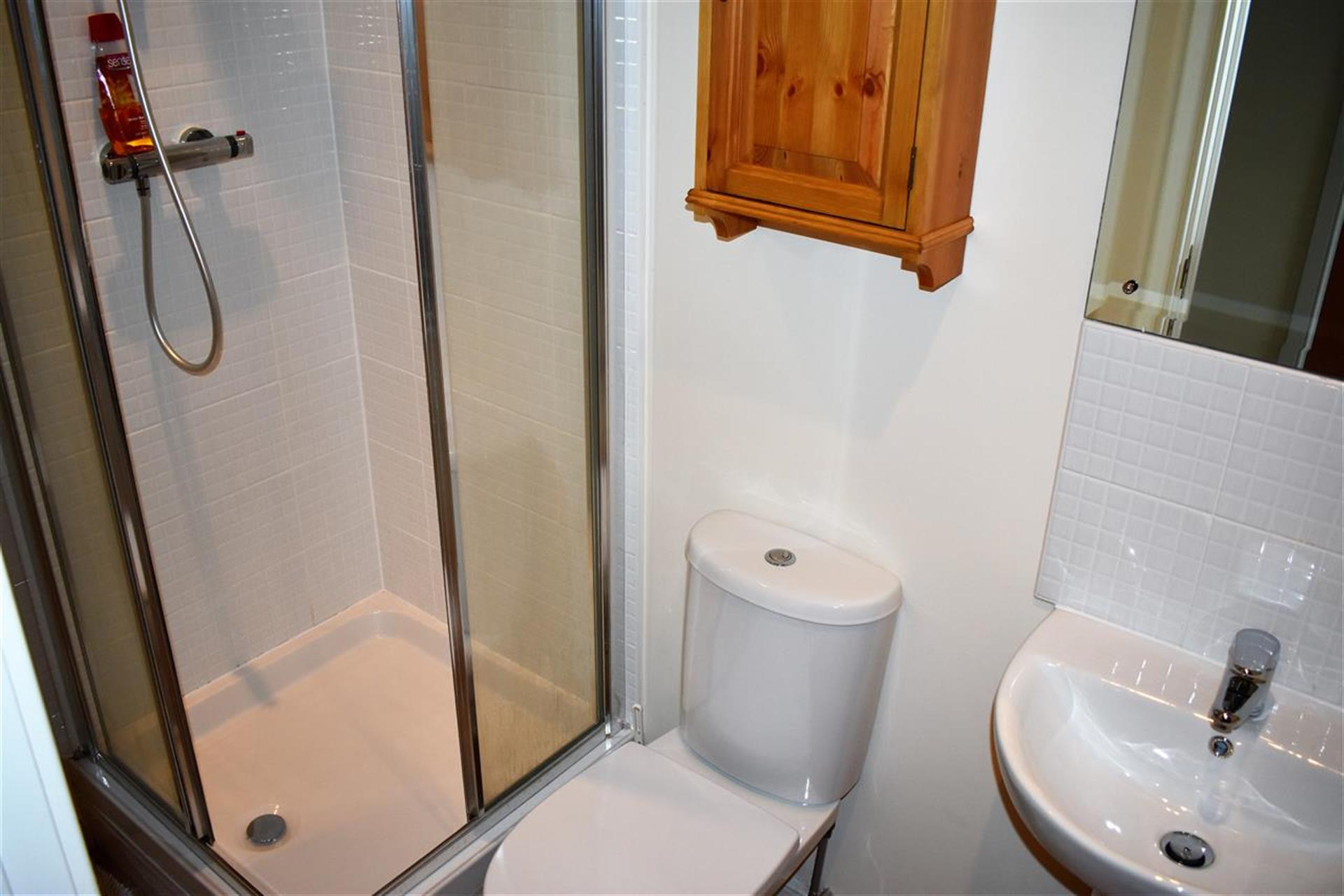 3 Bedroom Apartment Flat / Apartment To Rent - Hallway