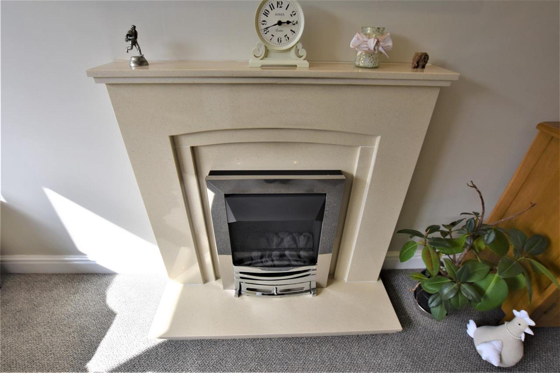 3 Bedroom Semi-detached House For Sale - Flueless Gas Fire
