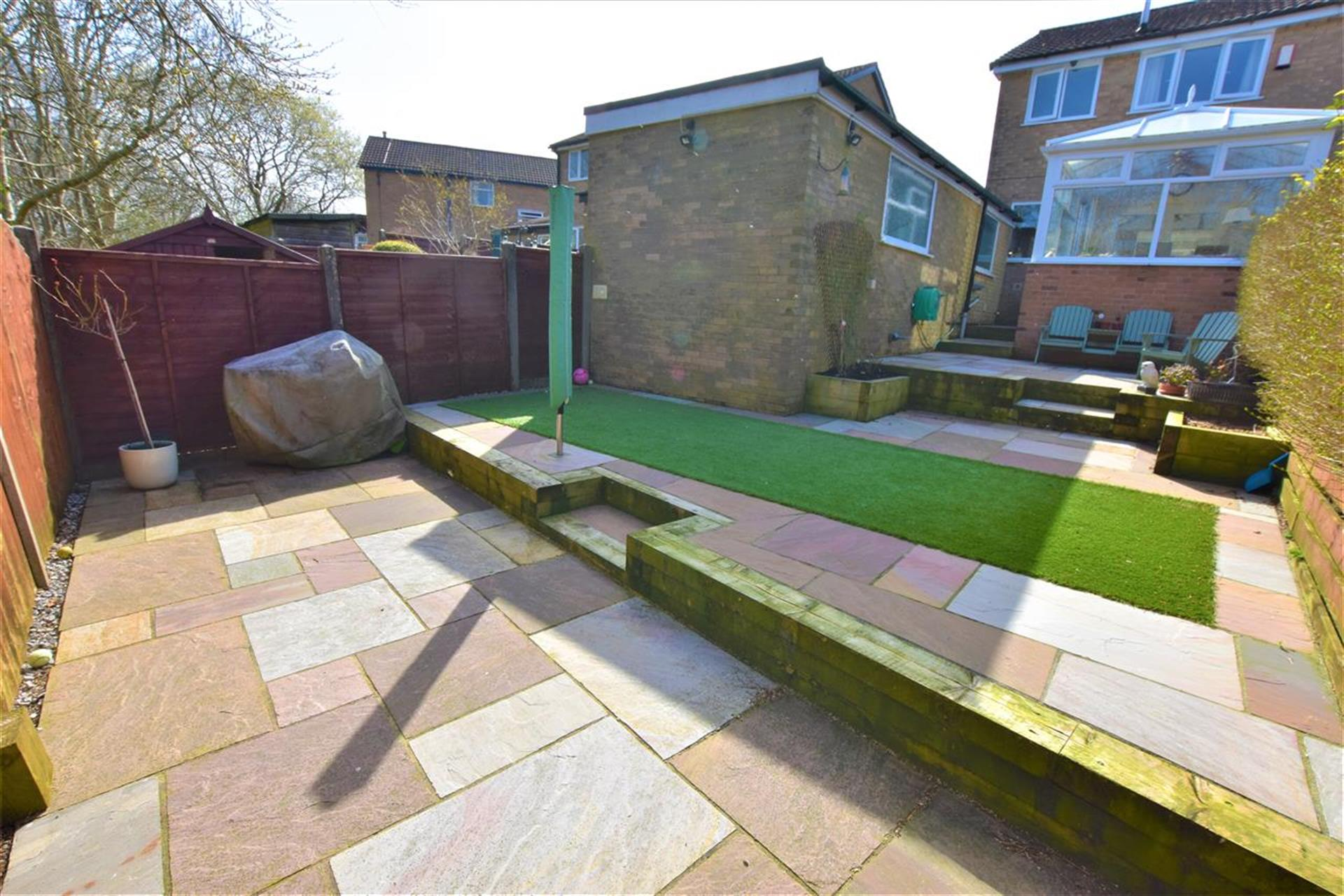 3 Bedroom Semi-detached House For Sale - Garden