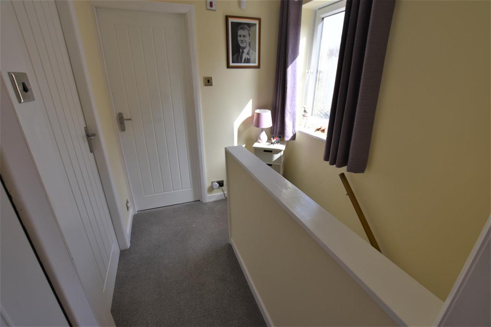 3 Bedroom Semi-detached House For Sale - Hallway