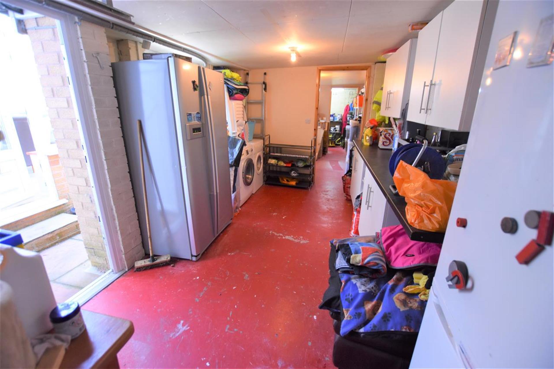 3 Bedroom Semi-detached House For Sale - Garage
