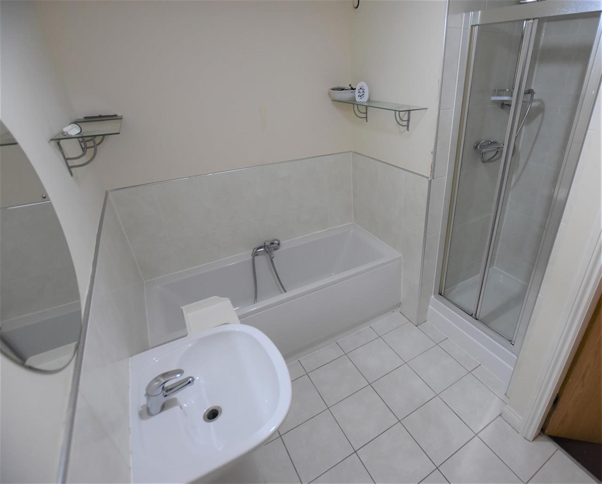 1 Bedroom Apartment Flat / Apartment For Sale - Bathroom
