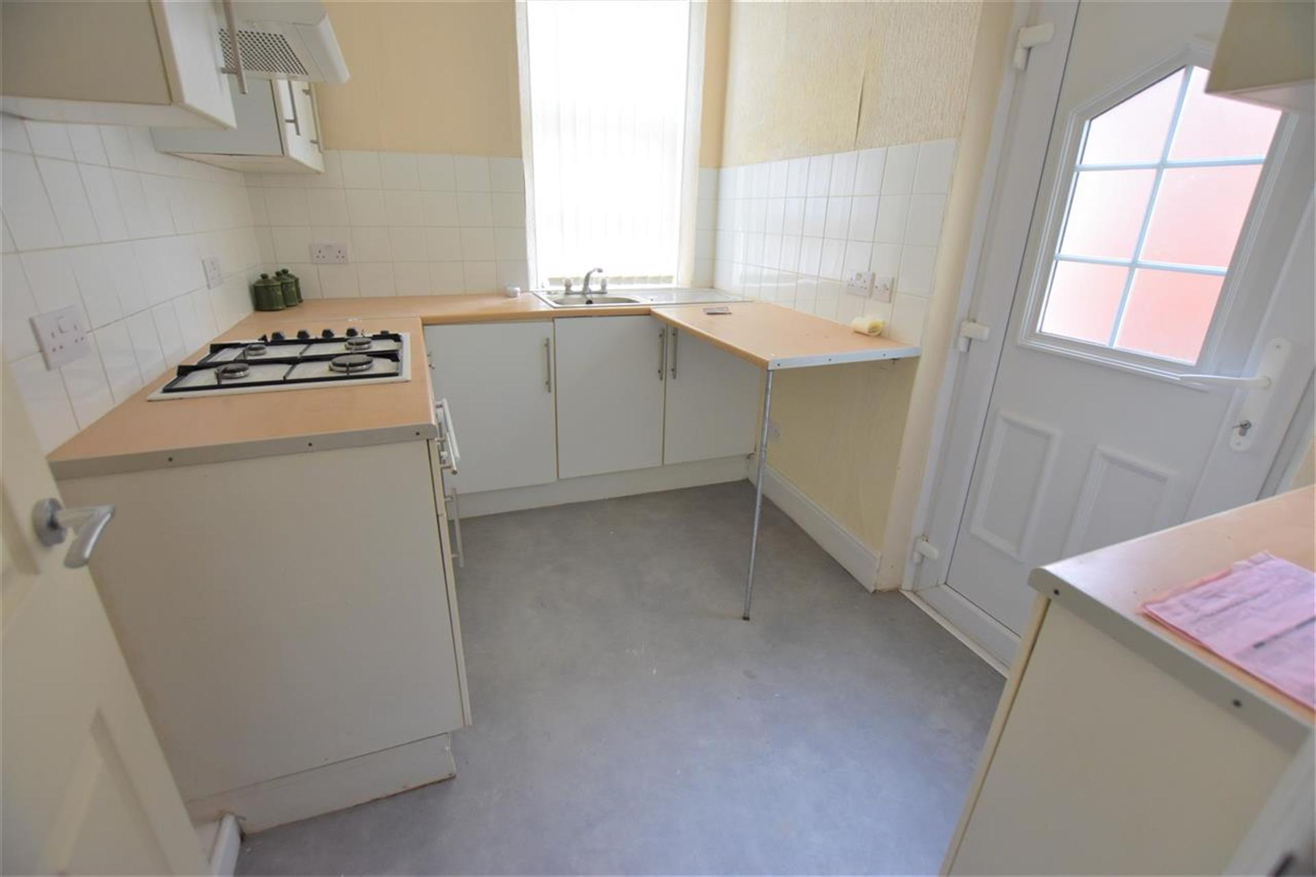 2 Bedroom Terraced House To Rent - Kitchen