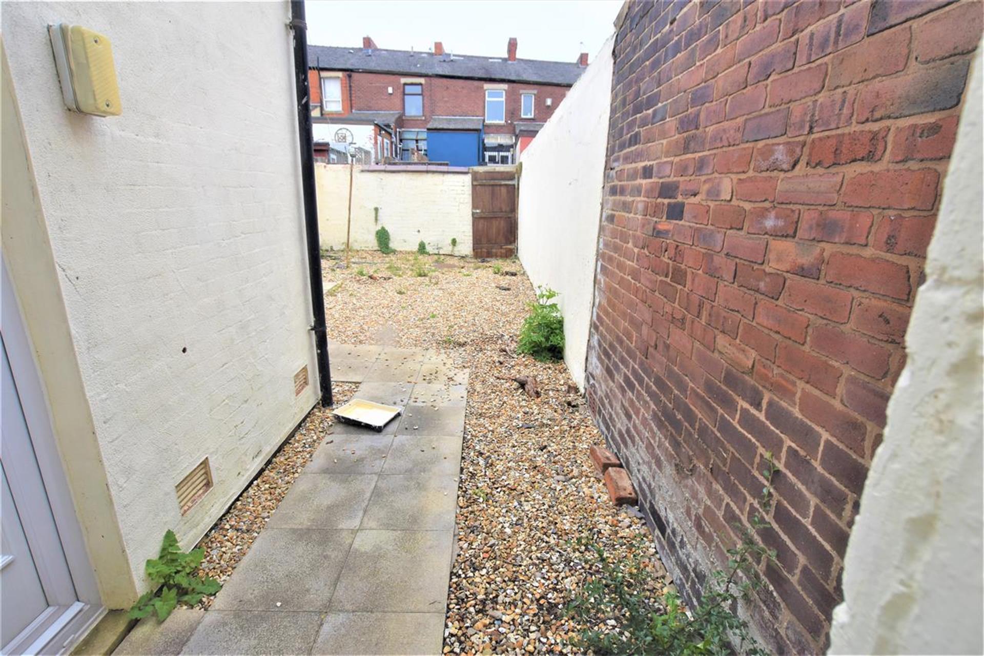 2 Bedroom Terraced House To Rent - Back Garden