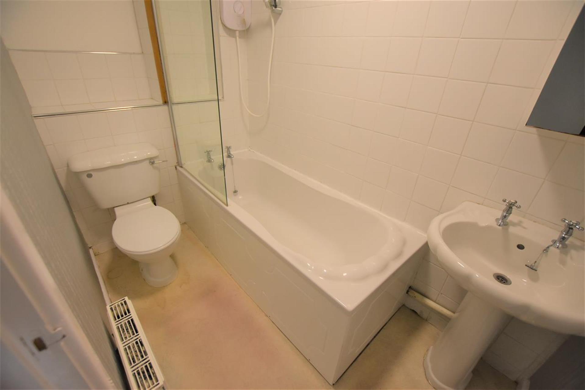 2 Bedroom Mews House For Sale - Bathroom