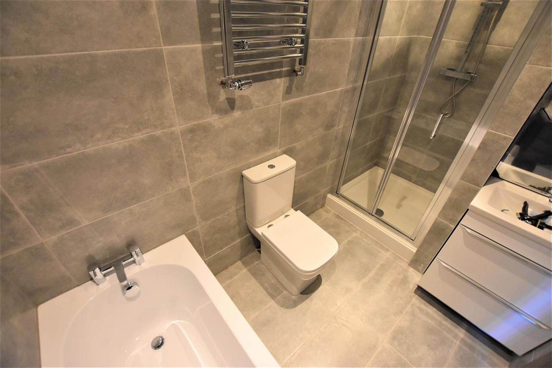 3 Bedroom Semi-detached House For Sale - Master Bathroom