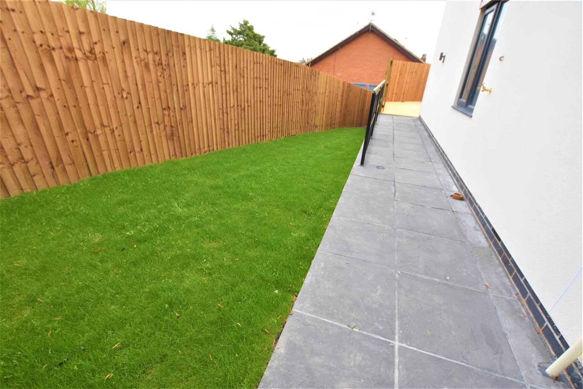 3 Bedroom Semi-detached House For Sale - Garden