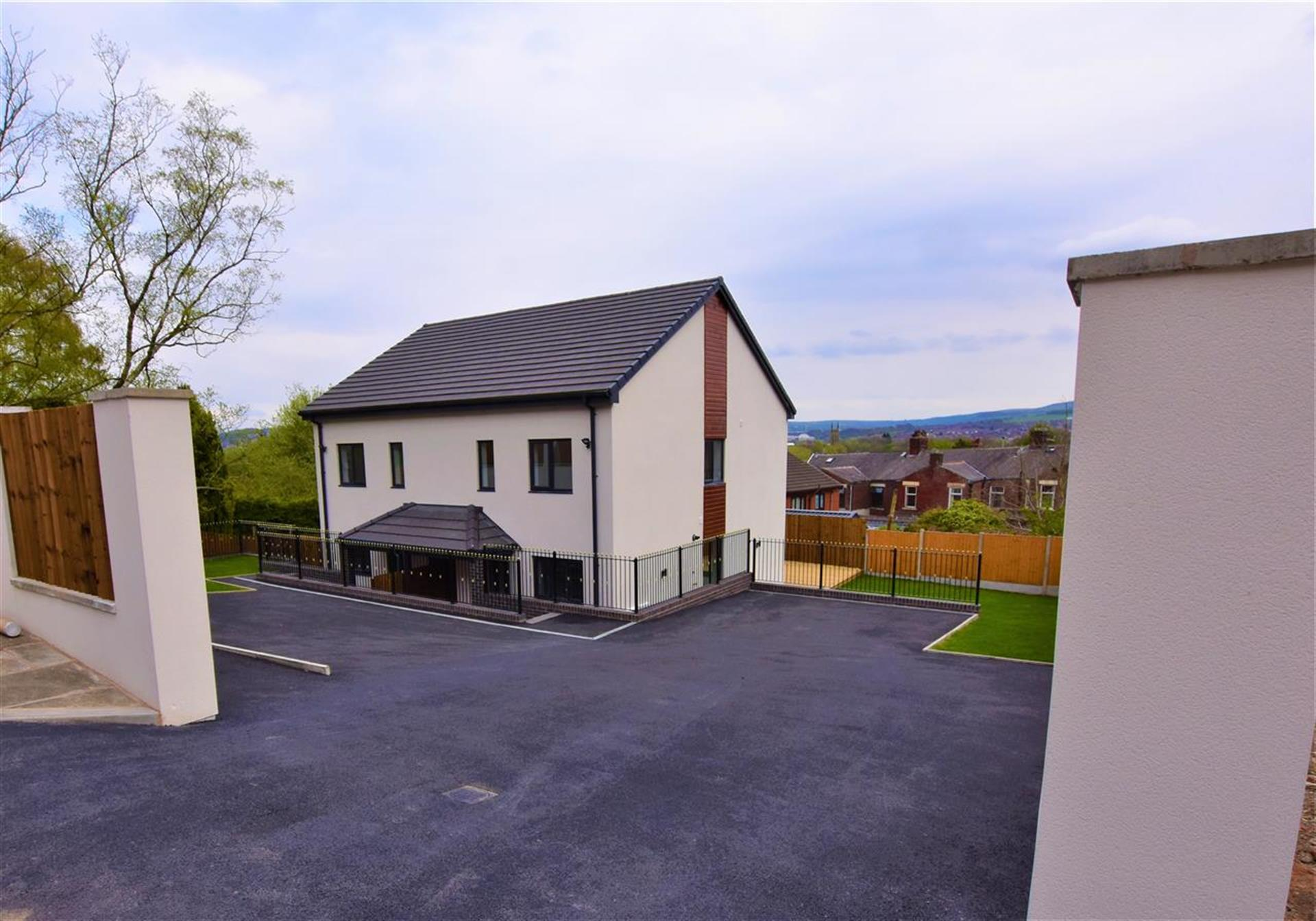 3 Bedroom Semi-detached House For Sale - External