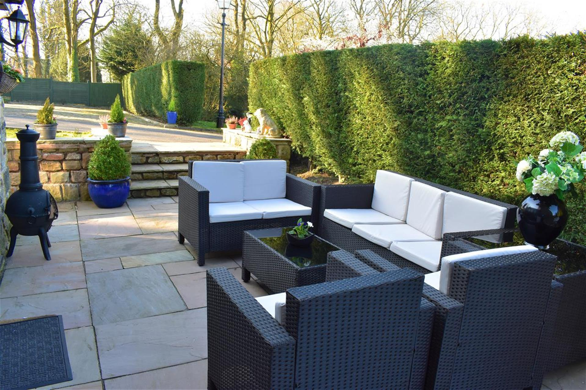 4 Bedroom Detached House For Sale - Patio Area