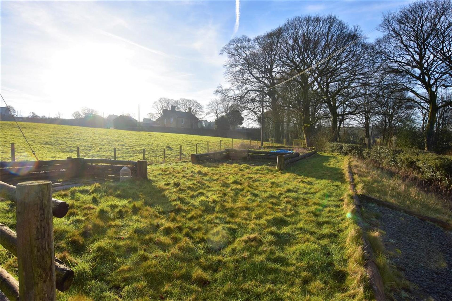 4 Bedroom Detached House For Sale - Garden