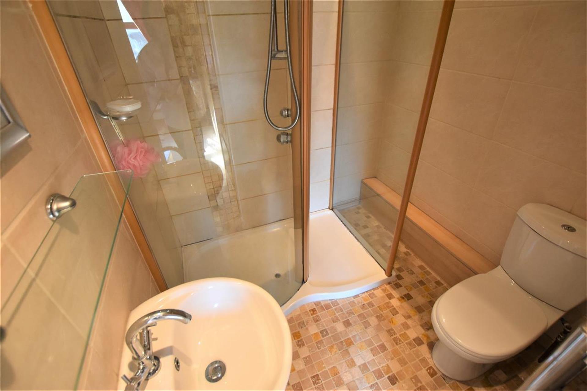 4 Bedroom Detached House For Sale - Ensuite