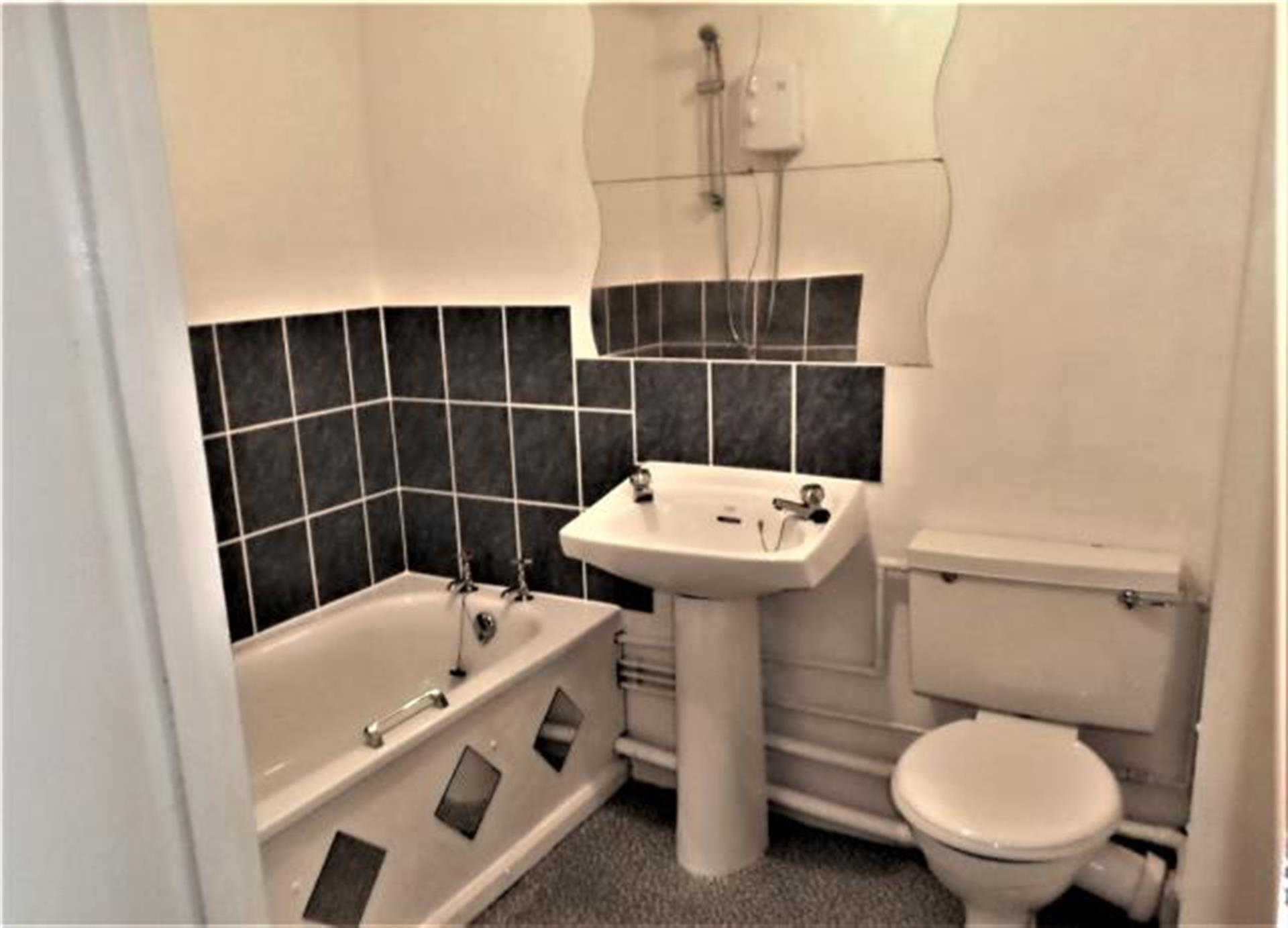 1 Bedroom Flat Flat / Apartment To Rent - Image 4